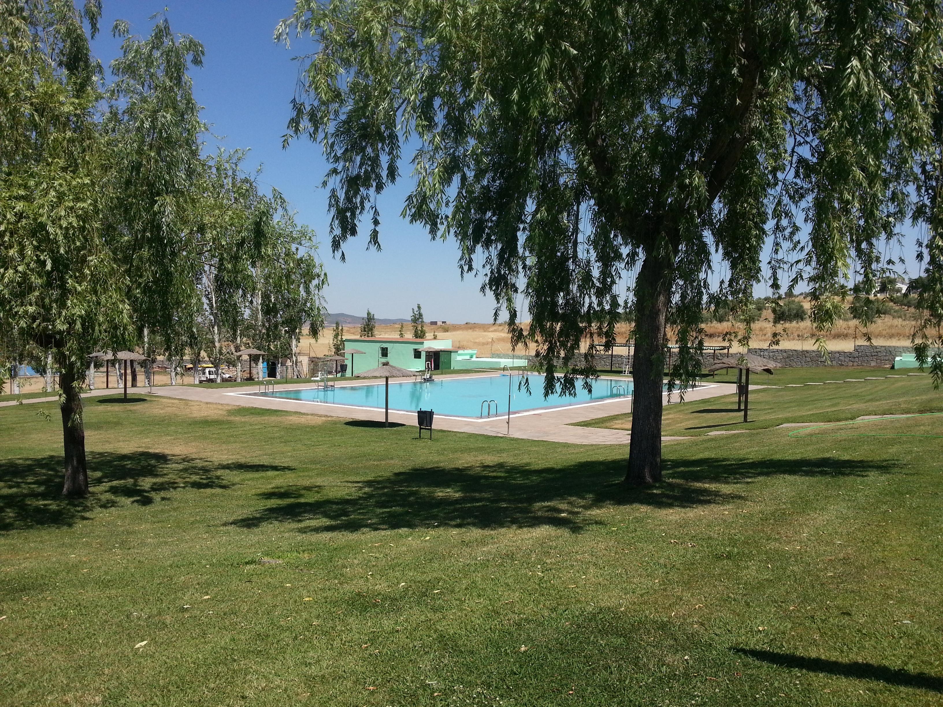 Ma ana abre sus puertas la piscina municipal de zalamea for Piscina municipal caceres