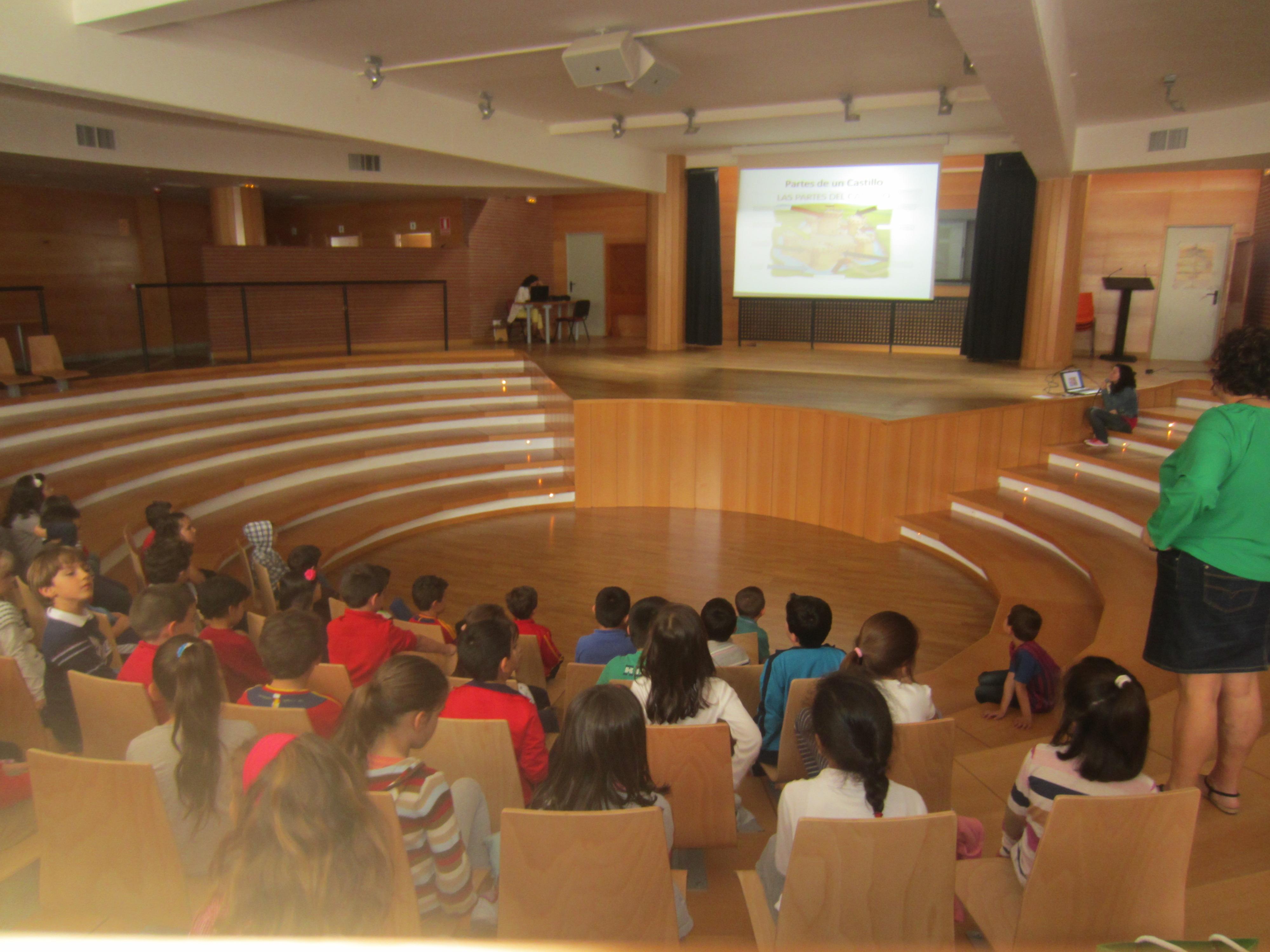 Visita de los alumnos del Calderón al castillo de la localidad